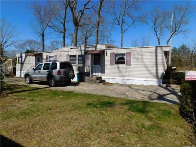 2 BR,  1.00 BTH  Mobile home style home in Wading River