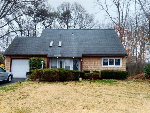 4 BR,  2.00 BTH  Cape style home in Coram