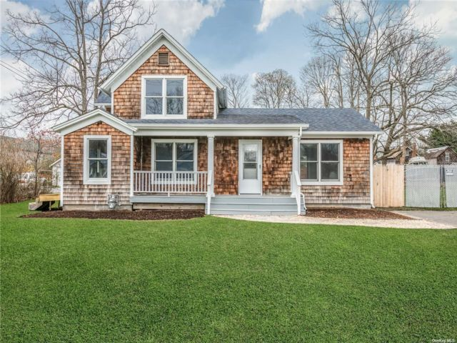 3 BR,  2.00 BTH  Exp ranch style home in Center Moriches