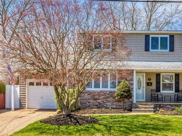 3 BR,  2.00 BTH  Exp cape style home in North Babylon