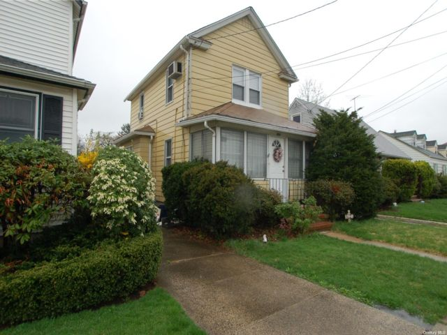 2 BR,  2.00 BTH  Colonial style home in New Hyde Park