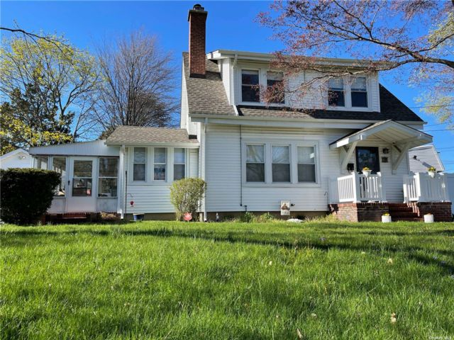3 BR,  2.00 BTH  Exp cape style home in Port Jefferson Station