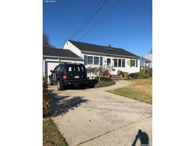3 BR,  2.00 BTH  Ranch style home in West Babylon