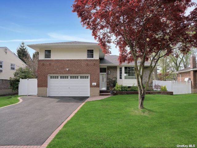 3 BR,  4.00 BTH  Split level style home in Syosset