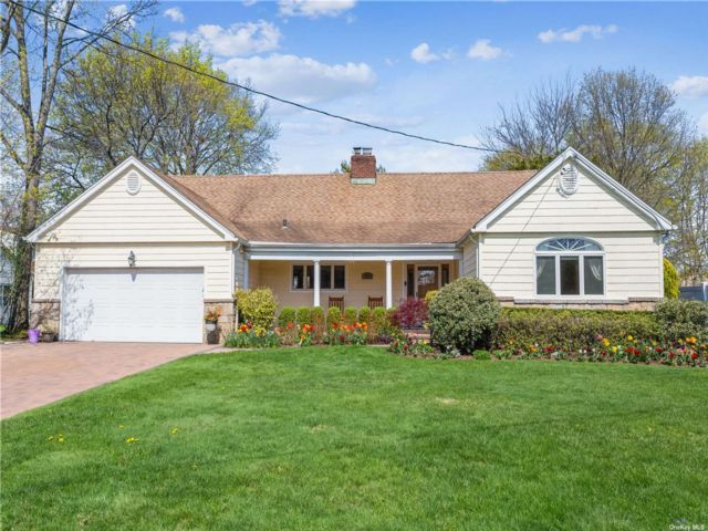 5 BR,  3.00 BTH  Exp ranch style home in East Rockaway