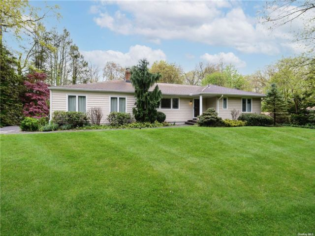 4 BR,  3.00 BTH  Ranch style home in Woodbury