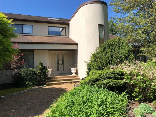 5 BR,  5.00 BTH  Contemporary style home in Woodbury