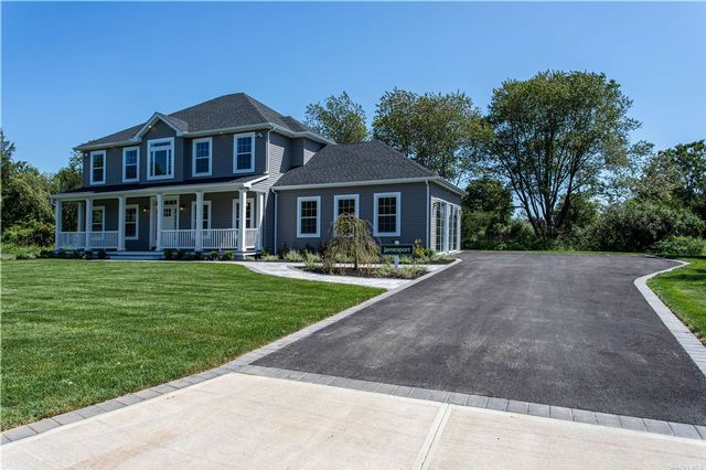 4 BR,  3.00 BTH  Colonial style home in Hampton Bays
