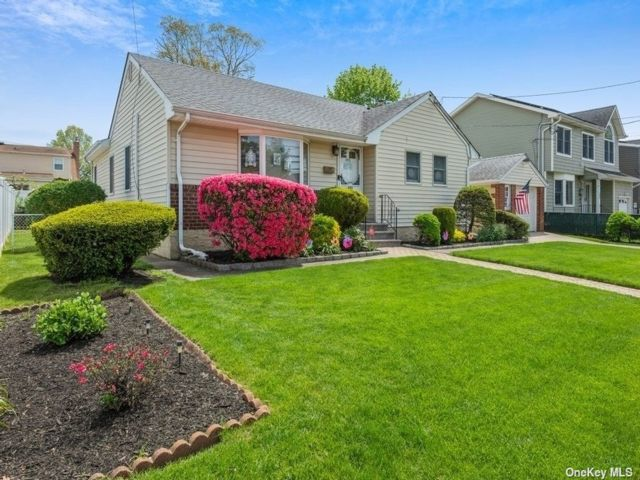 4 BR,  3.00 BTH  Exp ranch style home in East Meadow