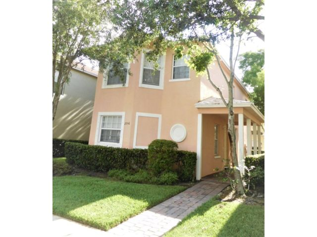 3 BR,  2.50 BTH  2 story style home in Port Saint Lucie