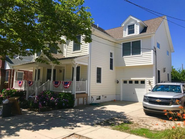 5 BR,  3.50 BTH  2 story style home in Point Lookout