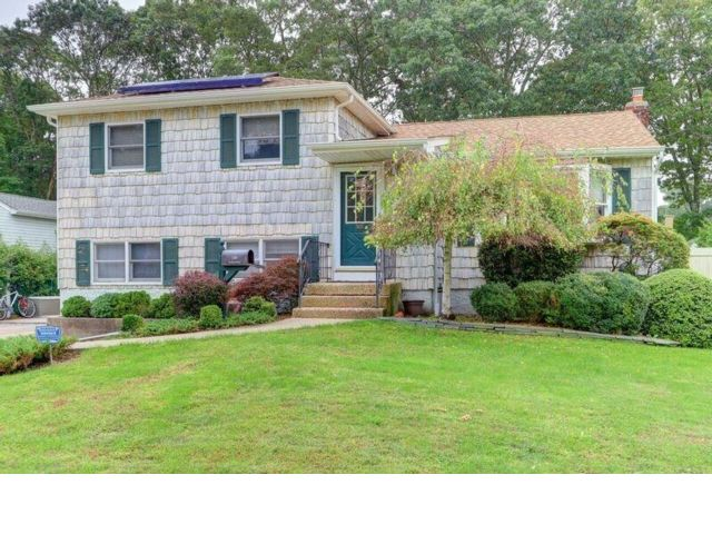 5 BR,  1.50 BTH  Split style home in West Sayville