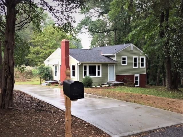 3 BR,  2.50 BTH  Split-level style home in Greenville