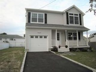 4 BR,  2.50 BTH  Colonial style home in Amity Harbor