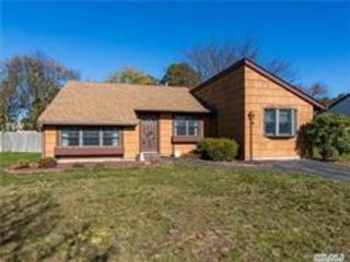 4 BR,  1.00 BTH  Ranch style home in Medford