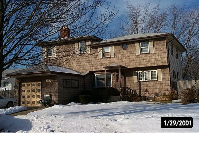 5 BR,  2.00 BTH  Raised ranch style home in Massapequa Park