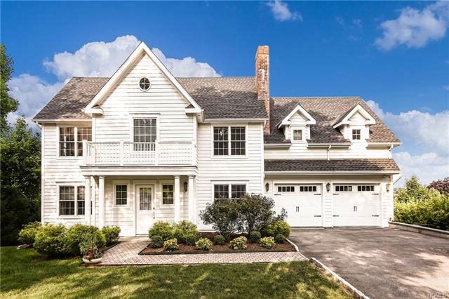 5 BR,  4.00 BTH  Colonial style home in Valhalla