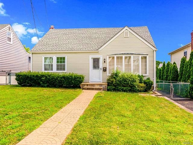 4 BR,  2.50 BTH  Capecod style home in Yonkers