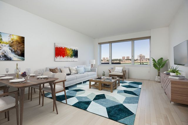 2 BR,  2.00 BTH  Condo style home in Upper West Side