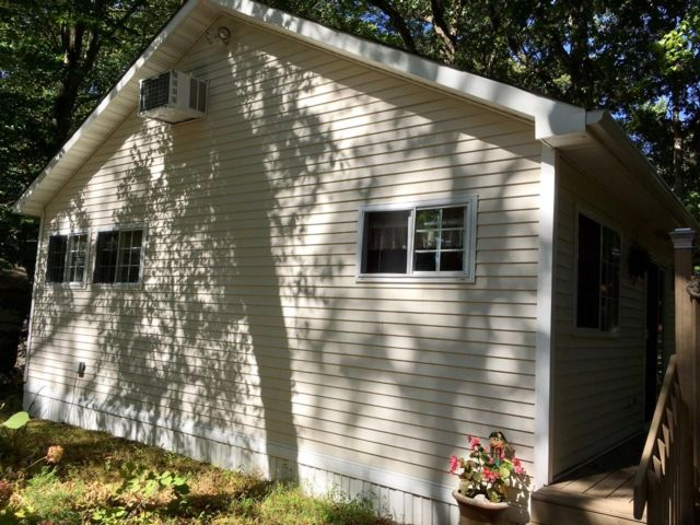 1 BR,  1.00 BTH  Cottage style home in Baiting Hollow