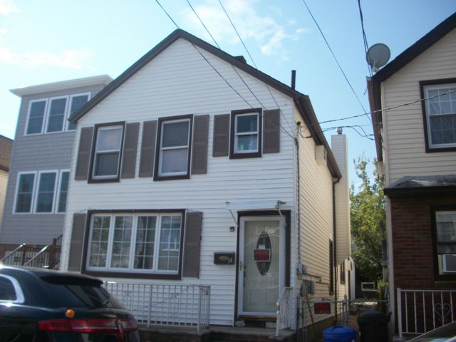 3 BR,  2.00 BTH  Colonial style home in Bayonne