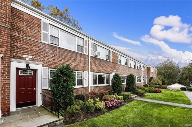 2 BR,  1.00 BTH  Garden apartmen style home in White Plains