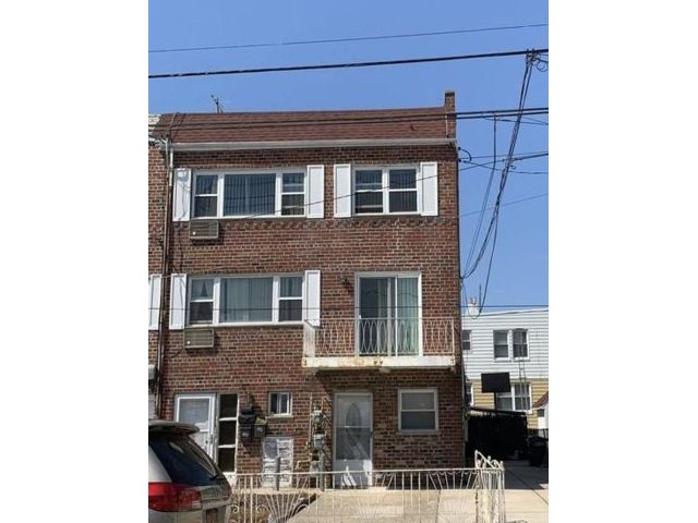 9 BR,  3.56 BTH   style home in Brooklyn