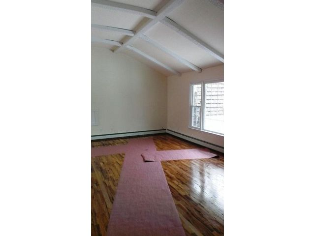 3 BR,  2.00 BTH  Apartment style home in Glen Cove