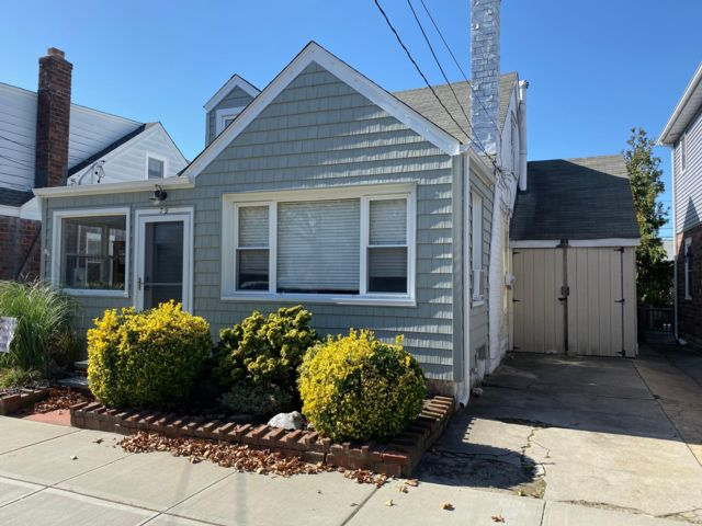 2 BR,  2.00 BTH  Cape style home in Point Lookout