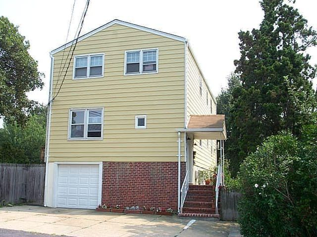 4 BR,  3.00 BTH  2 story style home in Bayville