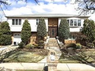 5 BR,  3.55 BTH  Hi ranch style home in Annadale