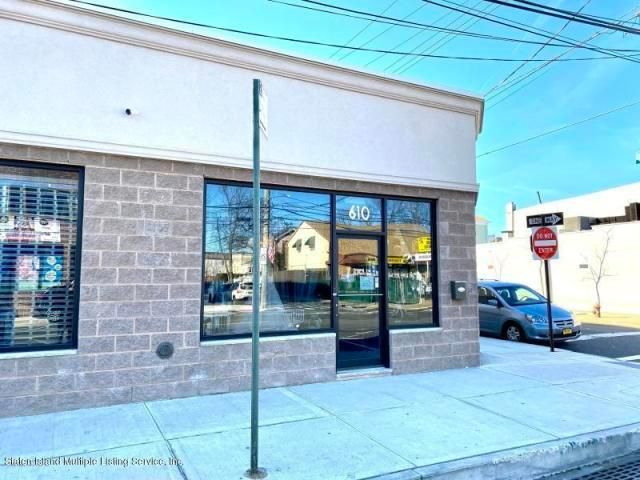Commercial Property in Midland Beach