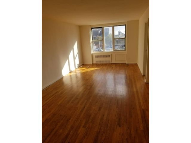 2 BR,  1.00 BTH  Apartment style home in Elmhurst