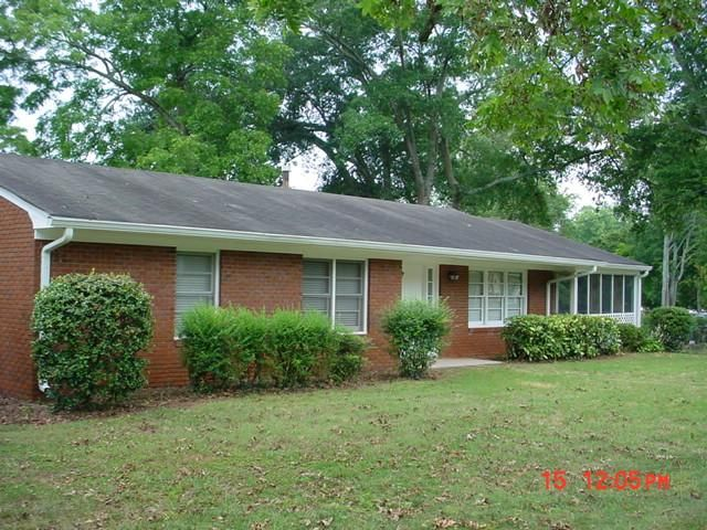 3 BR,  2.00 BTH  Ranch style home in Commerce