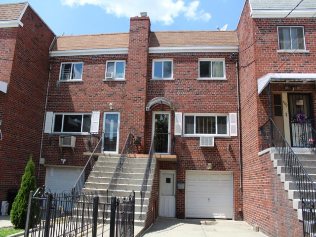 3 BR,  3.50 BTH  Colonial style home in Bronx