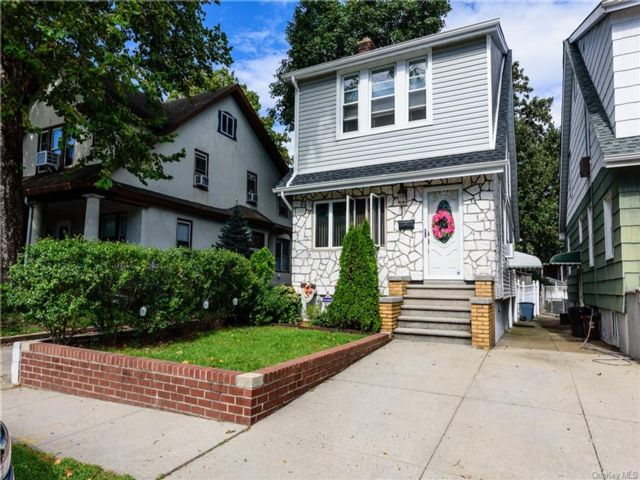 4 BR,  4.00 BTH  Colonial style home in Pilgrim