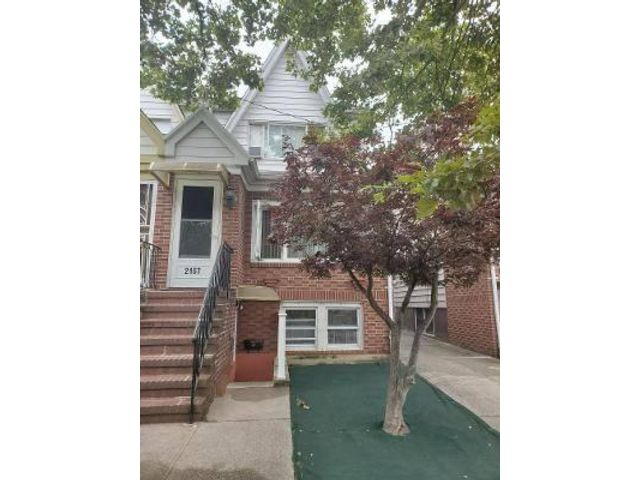 4 BR,  2.50 BTH  2 story style home in Marine Park