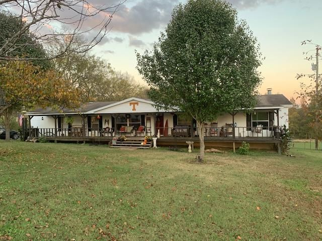 3 BR,  2.00 BTH  Ranch style home in Castalian Springs