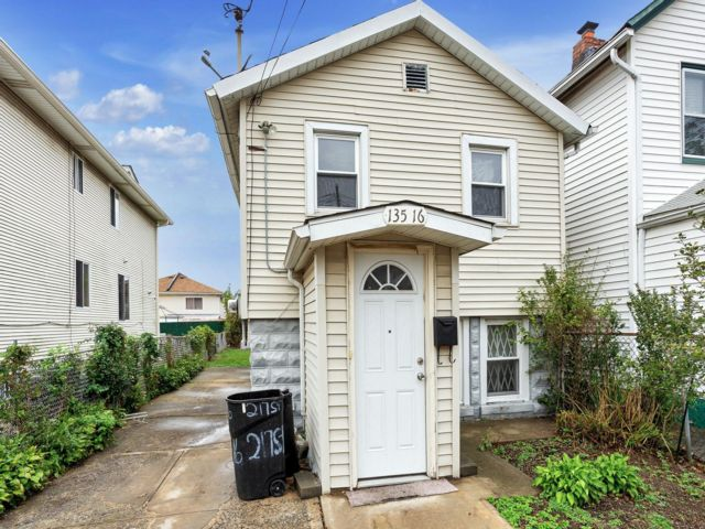 2 BR,  1.00 BTH  Other style home in Laurelton