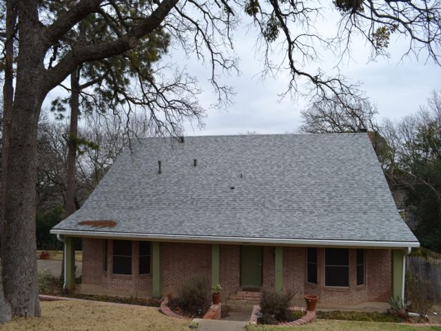 4 BR,  2.00 BTH  Traditional style home in Arlington