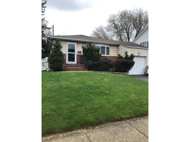 3 BR,  1.00 BTH  Ranch style home in Lindenhurst